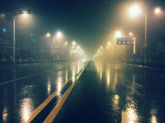 太阳能路灯 阴雨天
