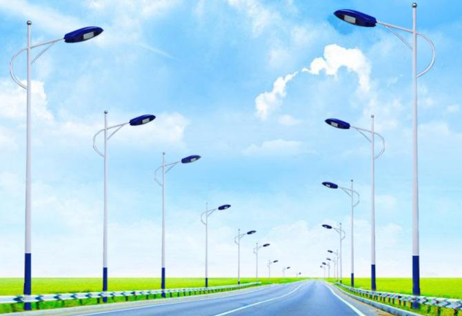 太阳能路灯安装距离多少米