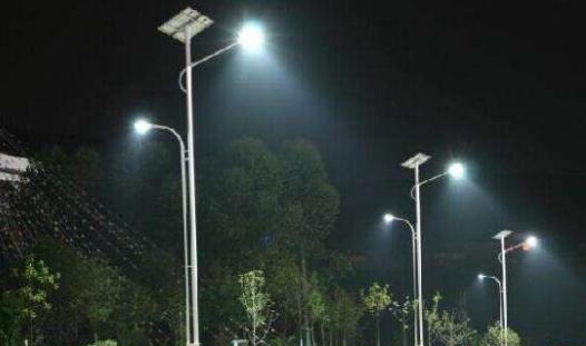 公路太阳能路灯多高配几瓦灯