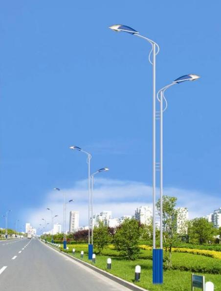 高低臂太阳能城市道路灯